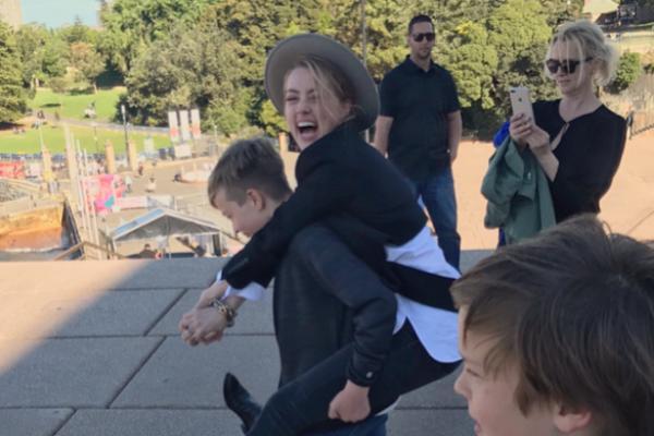 Amber Heard ya convive con los hijos de Elon Musk