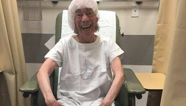 Hospitalizan a 'El Loco' Valdés; su salud es delicada