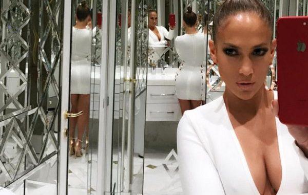 Jennifer Lopez en el baño...