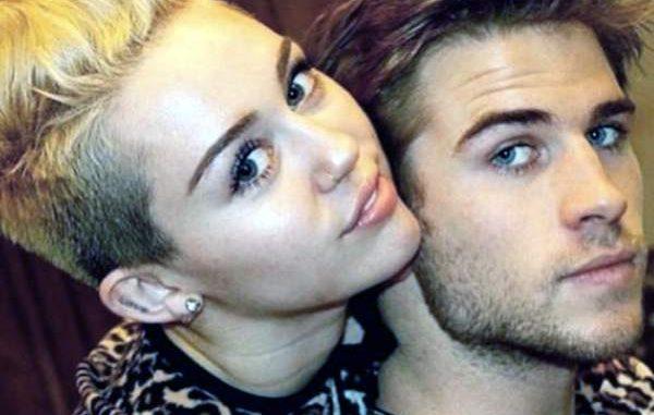Posa desnuda Miley Cyrus para portada de libro