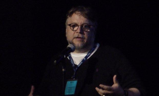 El director Guillermo del Toro se lleva el Globo de Oro a Mejor director