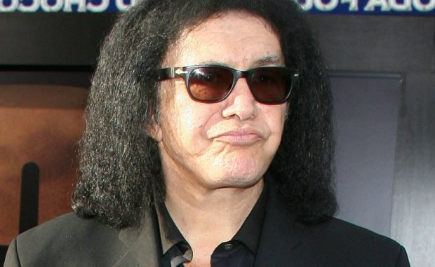 Acusan a Gene Simmons de acoso sexual