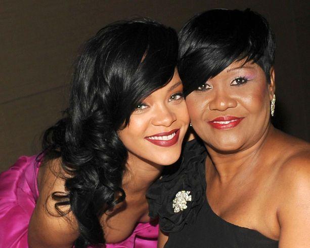Rihanna con su mamá Monica Braithwaite