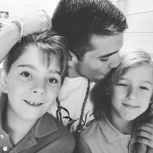 Vacaciones – Marido de Galilea Montijo con sus hijos en Jon&Vinny's Restaurante