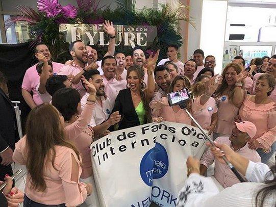 Thalía lanza colección de pestañas y productos para cejas