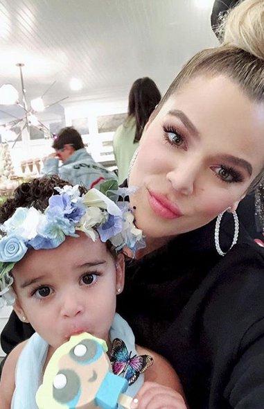Khloe Kardashian con la cumpleañera