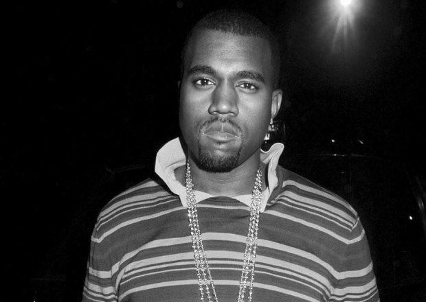 Kanye West regala tenis de su nueva línea Yeezy Quantum