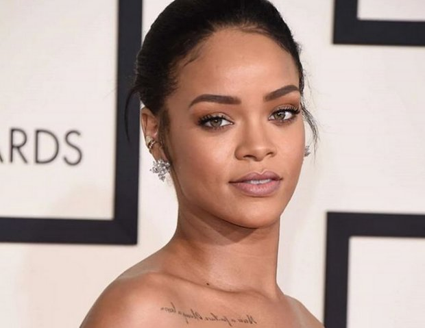 Rihanna no permite que nadie toque sus cejas y sus labios