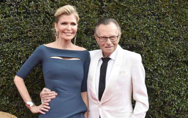 Viuda de Larry King disputa testamento