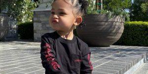 """Kylie Jenner fotografía a su hija Stormi """"tirando un besito"""""""