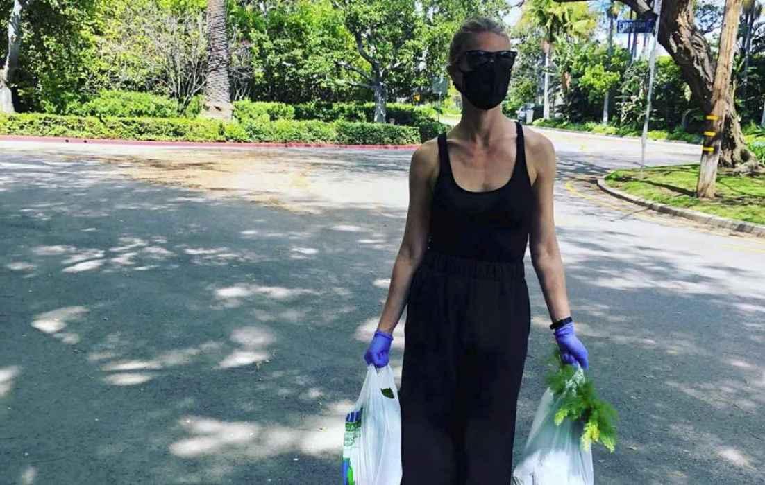 Gwyneth Paltrow se toma un cóctel a distancia con sus amigos