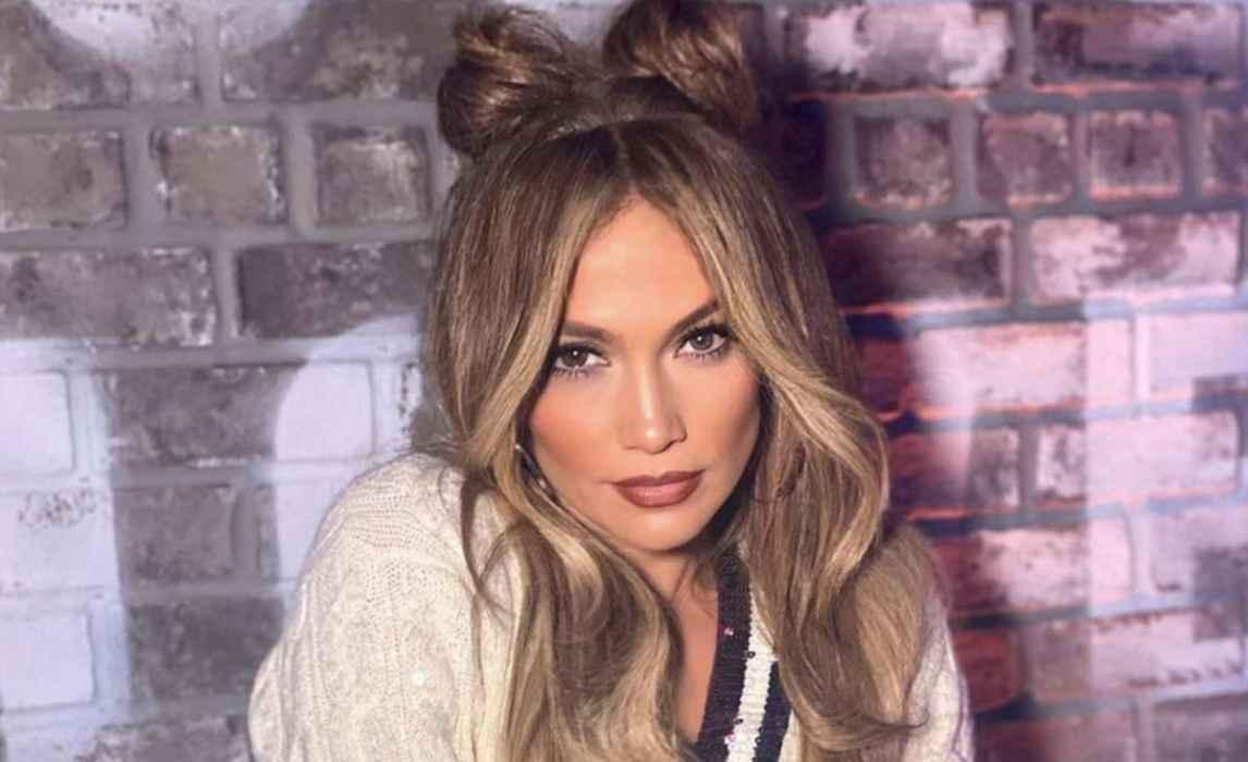 """Cadena de yoga respaldada por Jennifer Lopez ayuda a """"desarrollar inmunidad"""" en 14 días"""