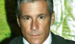 Fernando Carrillo se retira de la actuación