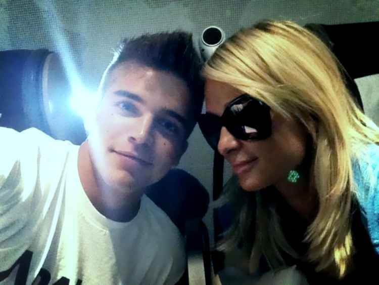 Ex novio de Paris Hilton es arrestado por golpear a su novia