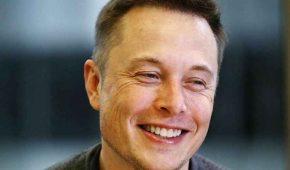 Elon Musk es regañado por su suegra por desatender a su familia
