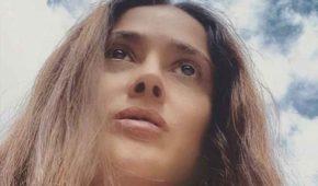 Salma Hayek se indigna por brutalidad policial