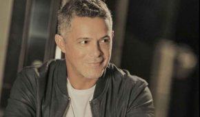 Alejandro Sanz rinde homenaje a padre de Jaydy Michel