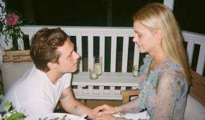 """Brooklyn Beckham comparte imágenes  de su """"propuesta"""" a Nicola Peltz frente a su padre multimillonario"""