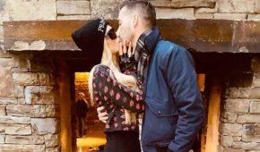 """Paris Hilton cree que su novio Carter Reum es un """"intelectual"""""""