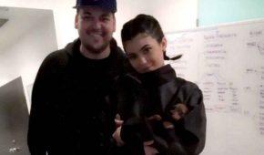 Kylie Jenner mantiene financieramente a su hermano Rob Kardashian