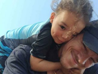 Ryan Dorsey con su hijo Josey