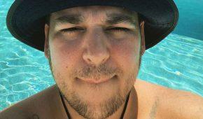 Rob Kardashian luce mas confiado en nueva selfie