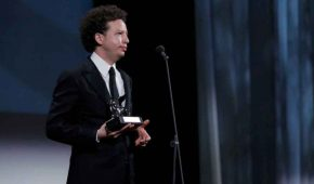 Michel Franco recibe el León de Plata en el Festival Internacional de Cine de Venecia