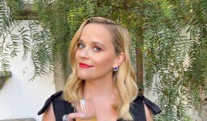 Reese Witherspoon da la bienvenida a otro perro en su familia