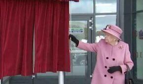 Critican a la Reina y al príncipe William por no usar cubrebocas